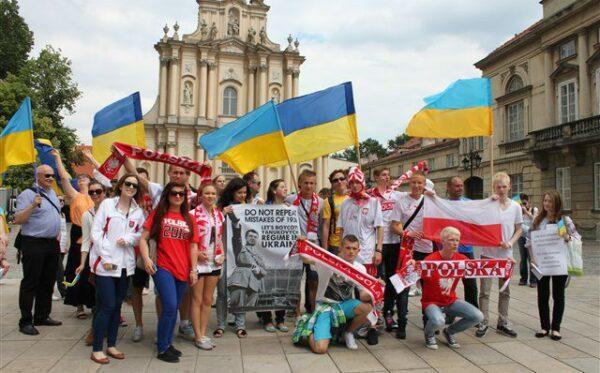 Акция протеста «Евро в Украине – банкет во время чумы»