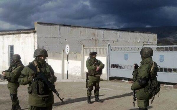 Украинские власти заявляют о вооруженном вторжении российских войск в Крым