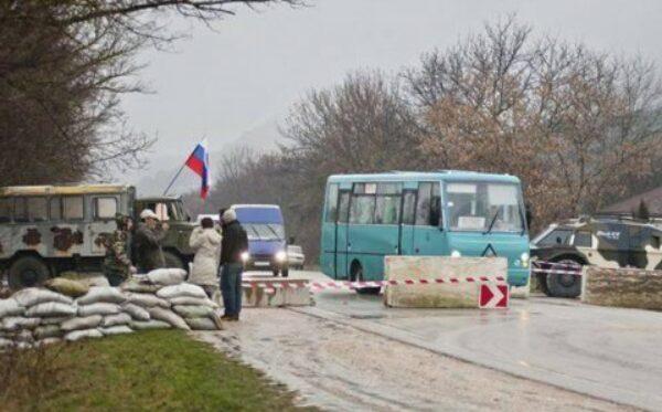Крымские сепаратисты избивают журналистов и отбирают у них профессиональную технику