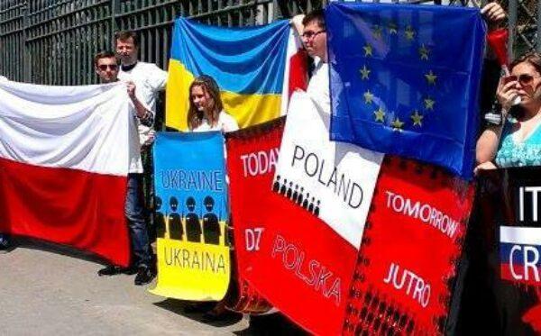 Вчера Украина, завтра – Польша. Манифестация у посольства России