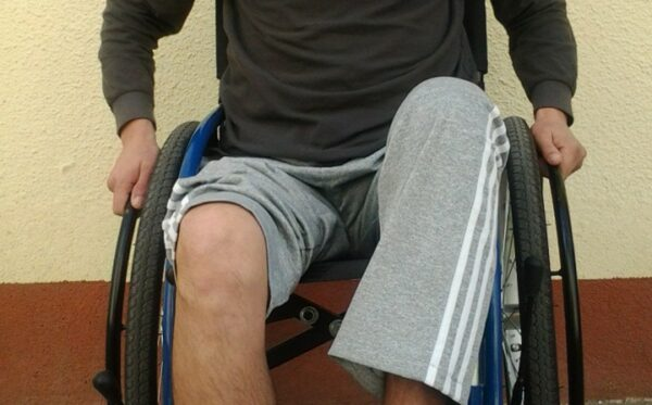 Поможем Александру – собираем на протезы ног