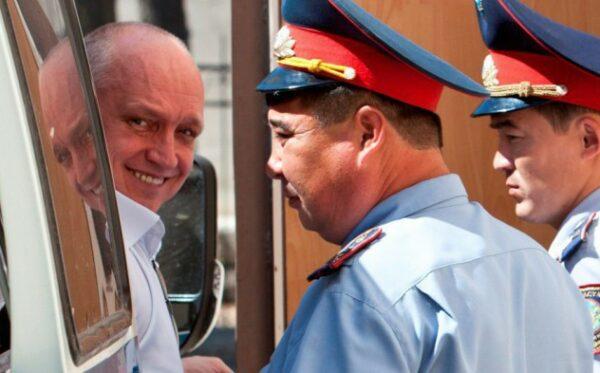 Советские методы руководства в исправительной колонии: согласно неправдивому рапорту Козлов представляет опасность для других заключенных