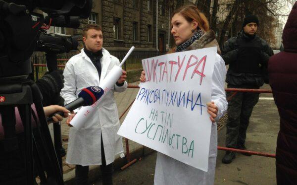 """""""Прививка против вируса диктатуры"""" для Порошенко"""