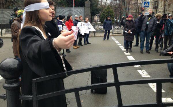 Порошенко лоббирует законопроект в стиле Януковича