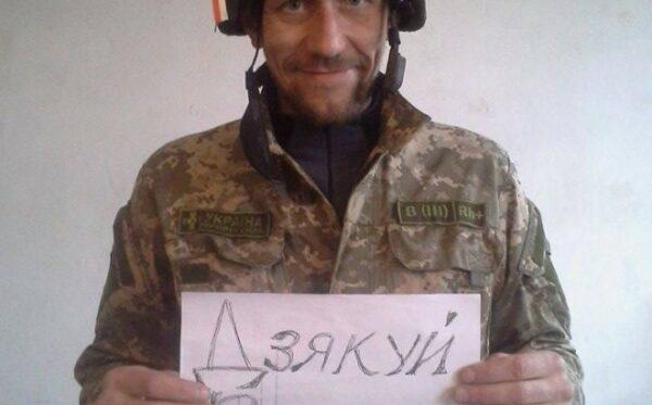 «Спасибо, Варшава!» – украинский солдат благодарит за каску