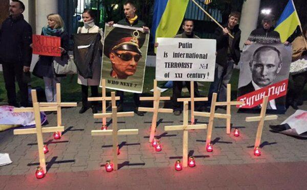 Обломки самолета, гроб и кресты – так мы отмечали День рождения Владимира Путина