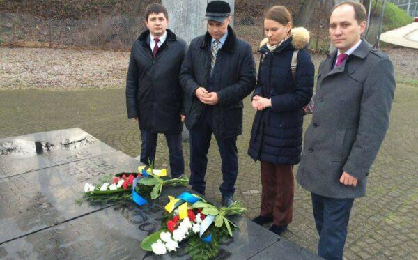 Польско-украинское примирение. Возложение венков на Волынской площади