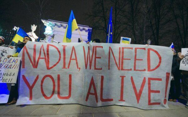 «Свободу Надежде!», «Ты нужна нам живой!» – акция у посольства Российской Федерации