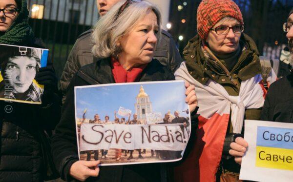 Демонстрация в поддержку Савченко у посольства России в Варшаве
