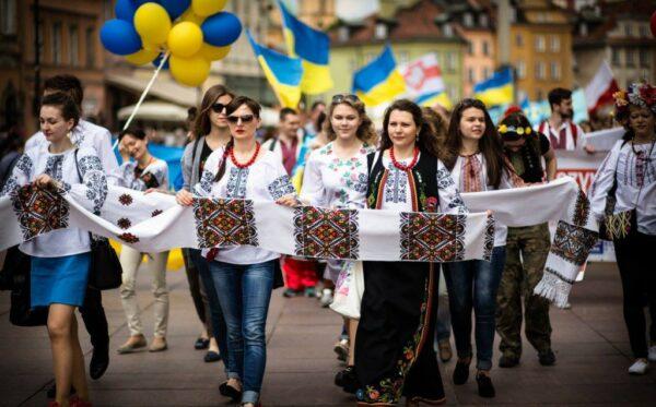 Четвертый Парад вышиванок прошел по улицам Варшавы