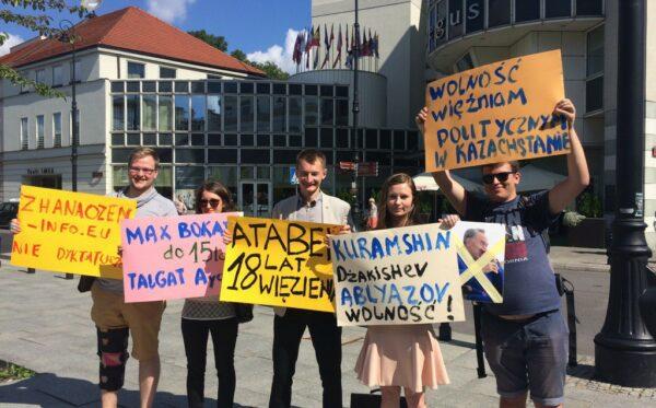 Нурсултан Назарбаев посетил Варшаву – акция протеста правозащитников