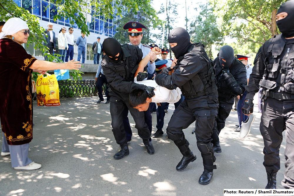 Задержания 21.05.2016. Фото: Reuters / Shamil Zhumatov